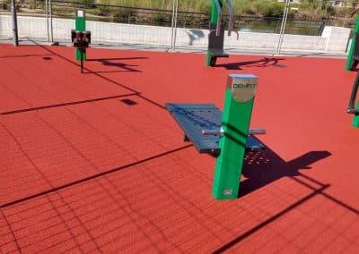Полагане на разливна гумена настилка за спортни площадки